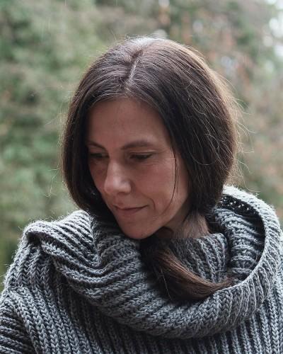 Claudia im handgestrickten Pulli aus ihrer Kollektion © Natalia Zumarán